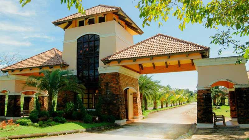 Haciendas De Naga Resort Community