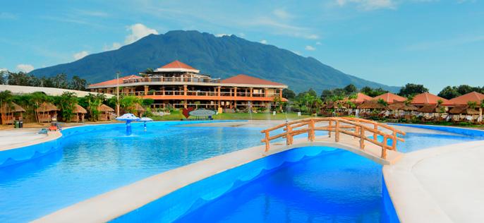 Haciendas de naga wave pool haciendas de naga for Casa moderna naga city prices