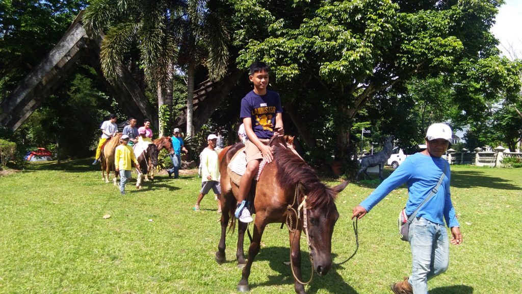 eco-tour-haciendas-de-naga-horseback-riding
