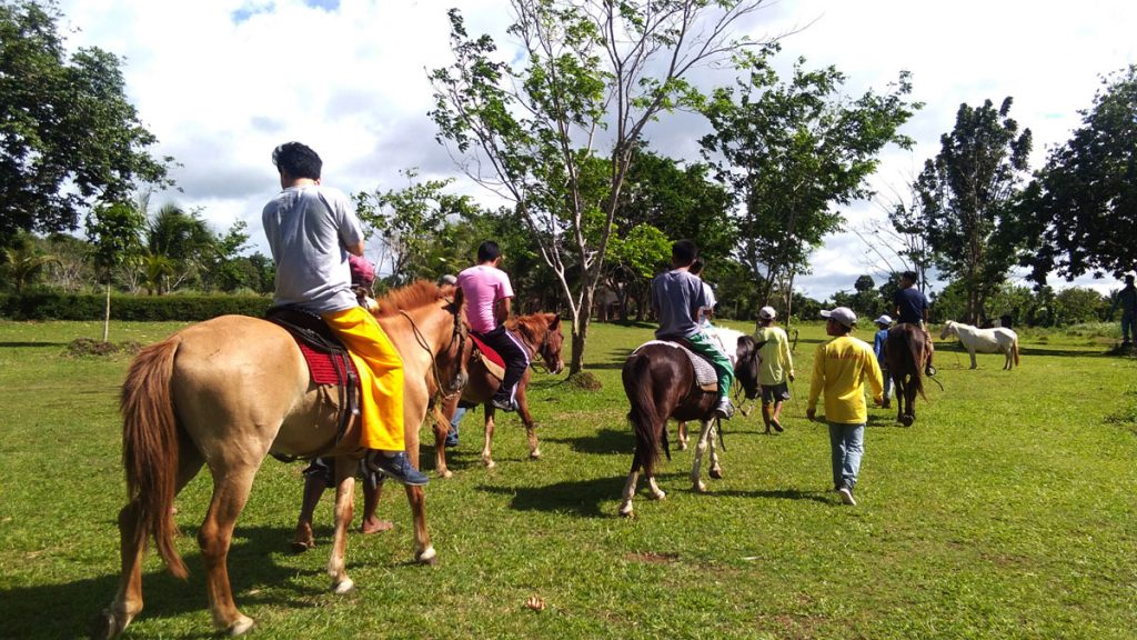 eco-tour-haciendas-de-naga-horseback-riding-2